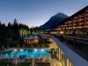 interalpen-hotel-tyrol-aussenansicht-daemmerung-hohe-munde
