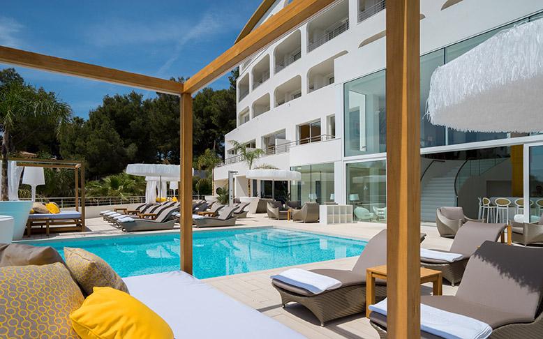 Cabanas und Infinity Pool_c_Portals Hills Boutique Hotel_Art Sanchez