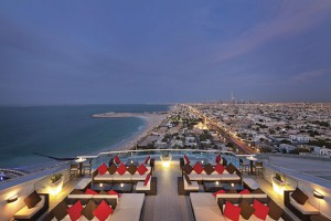 Jumeirah_Beach_Hotel_-_Uptown_Bar_-_Terrace_View
