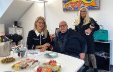 Unternehmer Alberto Mattle mit Britt Heudorf und Officemanagerin Brigitte Ahr im Firmensitz Grünwald